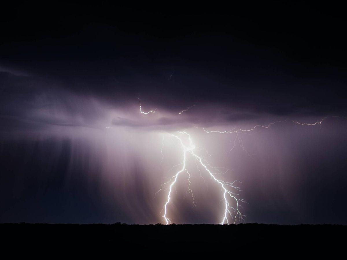 Foto: Grandes y estruendosas descargas eléctricas. (Unsplash/@littleppl85)