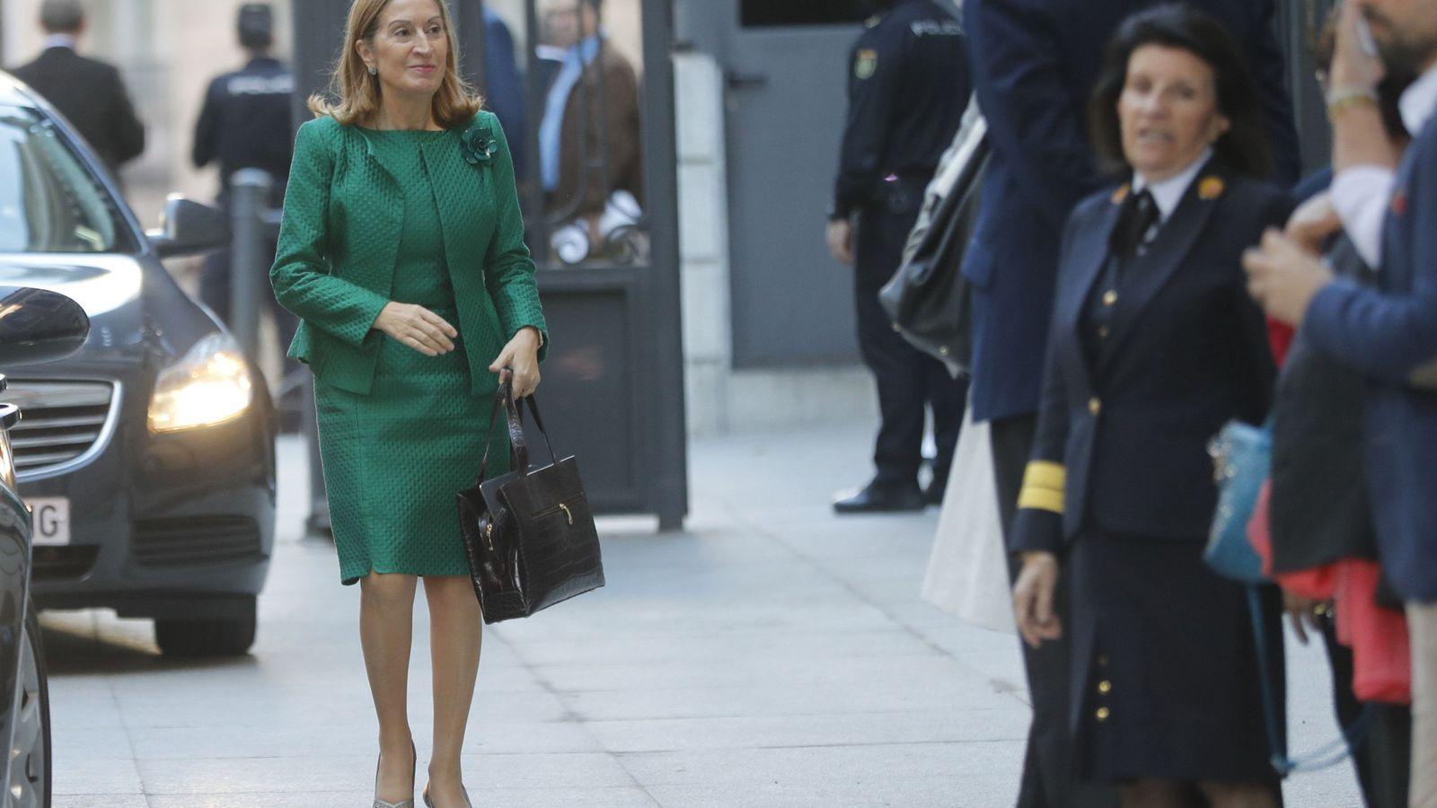 Foto: La presidenta del Congreso, Ana Pastor, a su llegada a la Cámara Baja. (EFE)
