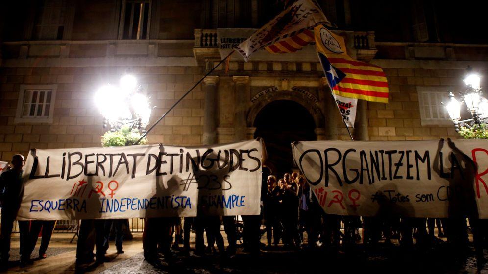 Foto: Concentración independentista en Barcelona en apoyo a los detenidos el pasado 26 de septiembre. (EFE)