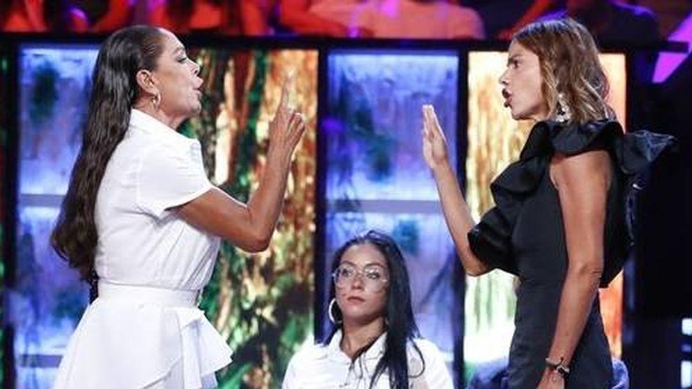 Foto: La bronca entre Isabel Pantoja y Mónica Hoyos en 'Supervivientes'. (Telecinco)