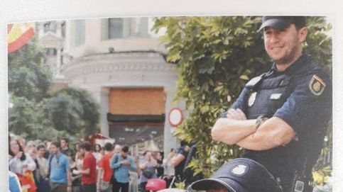 La Policía felicita la Navidad con una foto en la jefatura que el secesionismo quiere cerrar