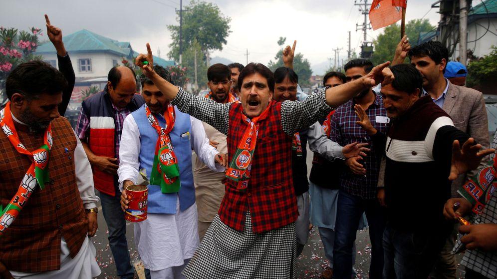 Foto: Simpatizantes del partido de Modi celebran los resultados. (EFE)