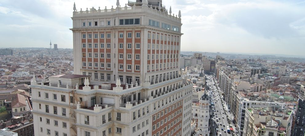 Foto: Vista del Edificio España. (Foto: El Confidencial)