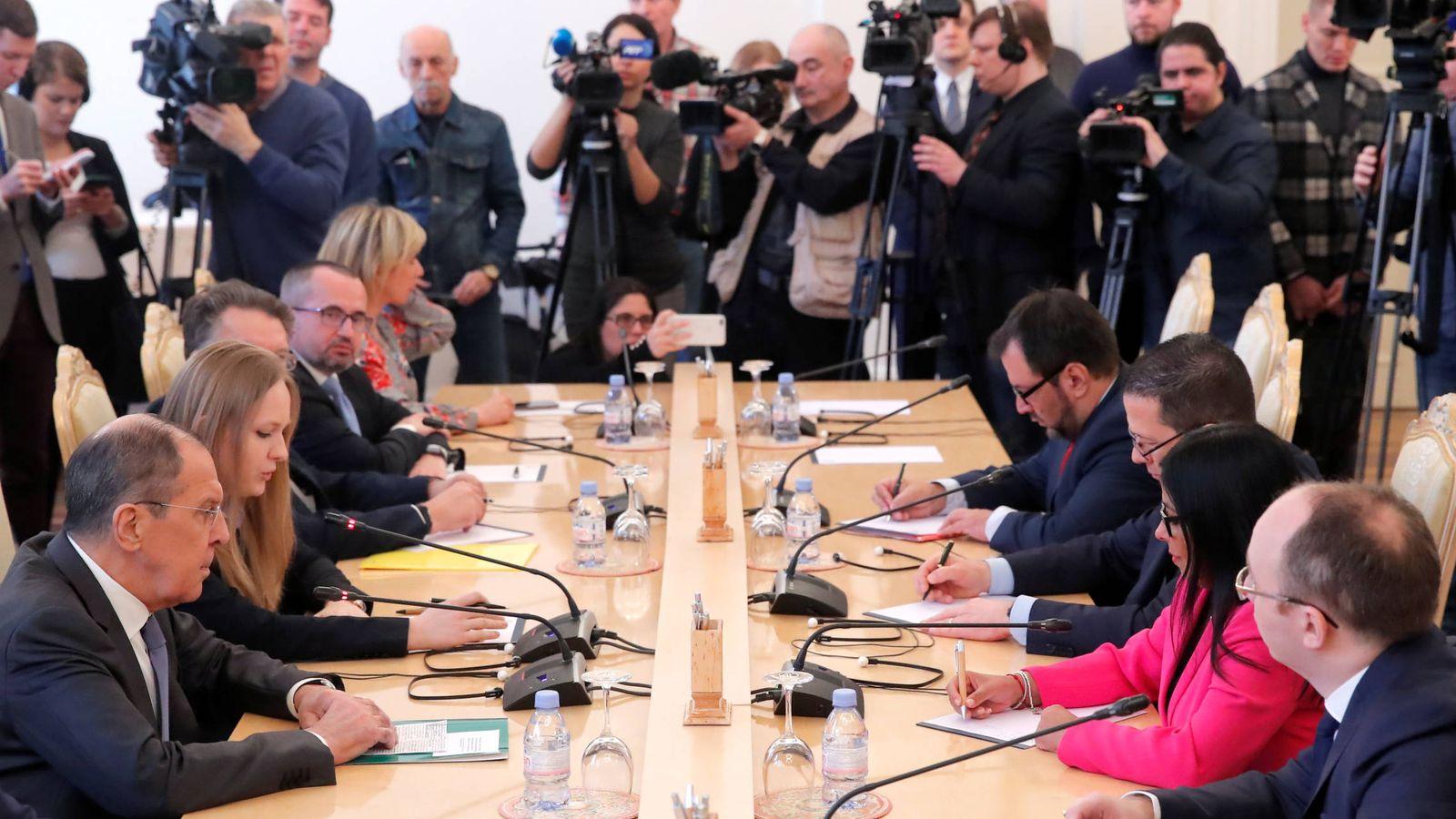 Foto: Delcy Rodríguez, vice presidente de Venezuela, con el ministro de Exteriores ruso Sergei Lavrov, en Moscú. (Reuters)