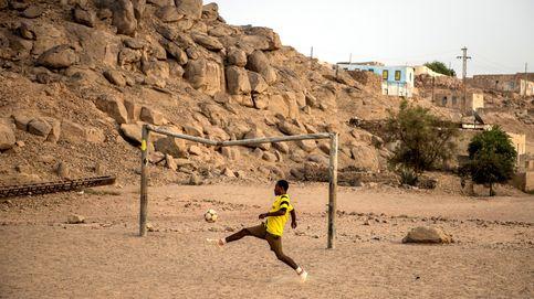Campos improvisados de fútbol en Asuán