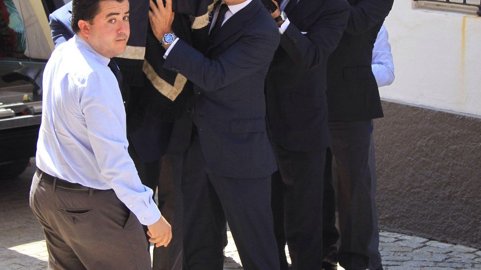 Multitudinaria despedida a Ruiz-Mateos en Rota