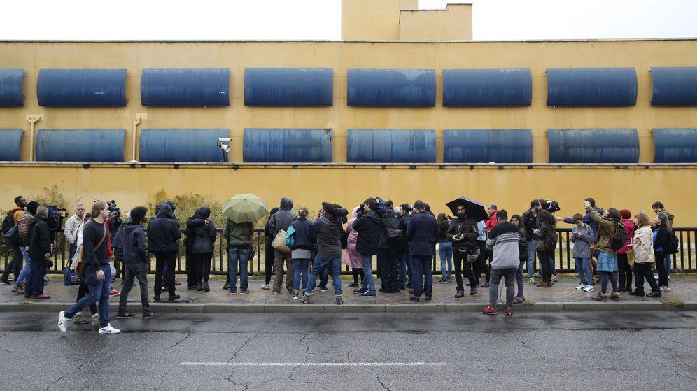 Foto: Protesta en el CIE de Aluche, Madrid. (EFE)