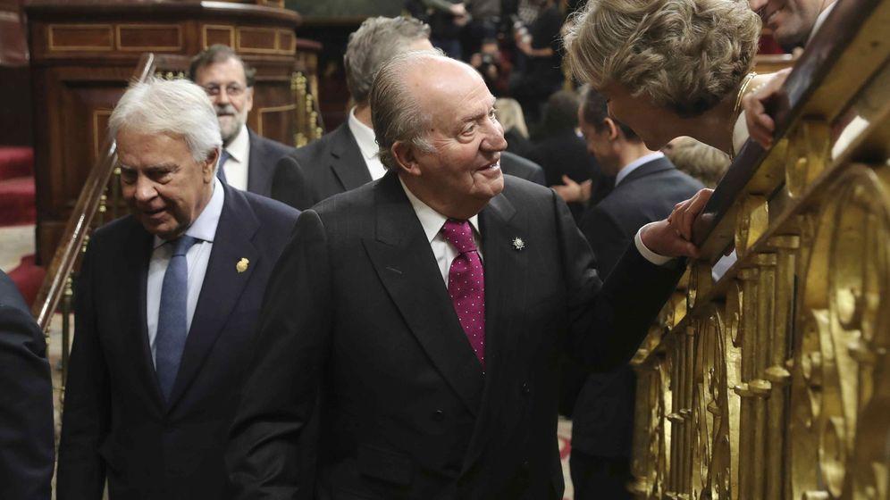 Foto: El rey emérito Juan Carlos y el expresidente del Gobierno Felipe González (i). (EFE)