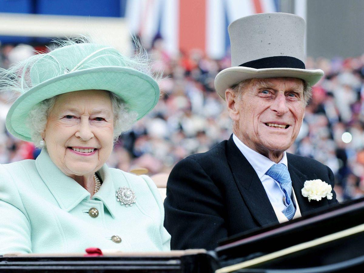 Foto: Isabel II y el duque de Edimburgo, en una imagen de archivo. (EFE)