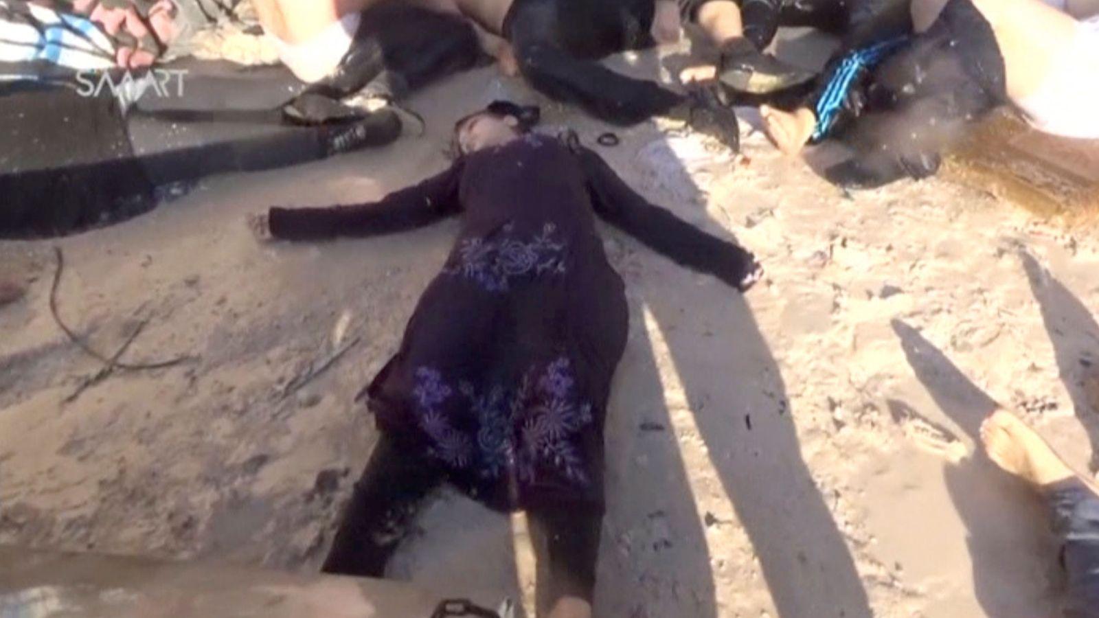 Foto: Imagen de un vídeo de las víctimas de Khan Sheikhoun, la localidad que sufrió el ataque químico este martes. (Reuters)