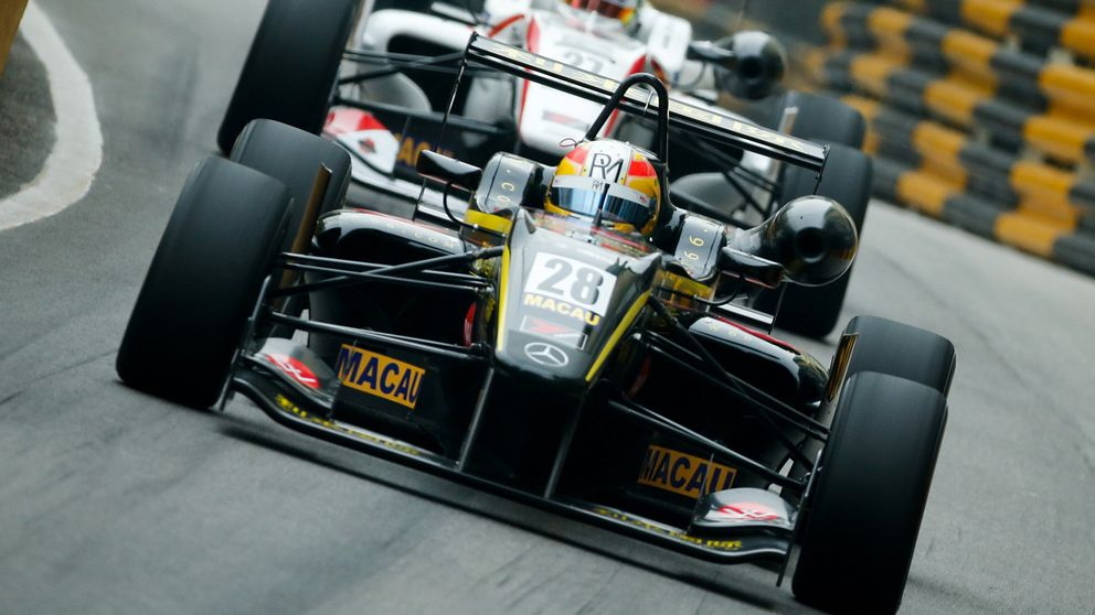 Merhi se coloca para salir ganador; Verstappen y Palou, contra el muro