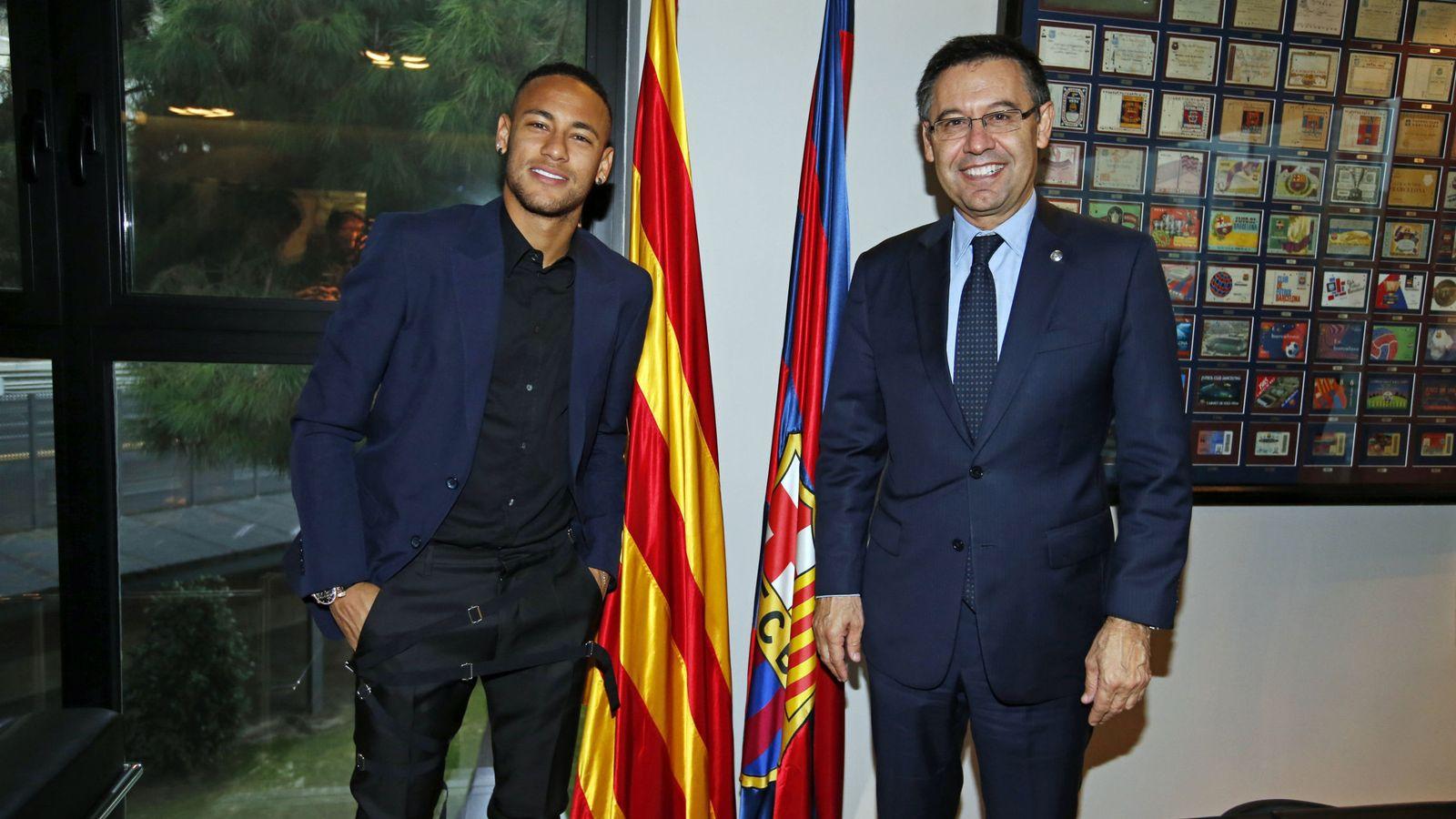 Foto: En la imagen, Neymar junto a Bartomeu. (EFE)