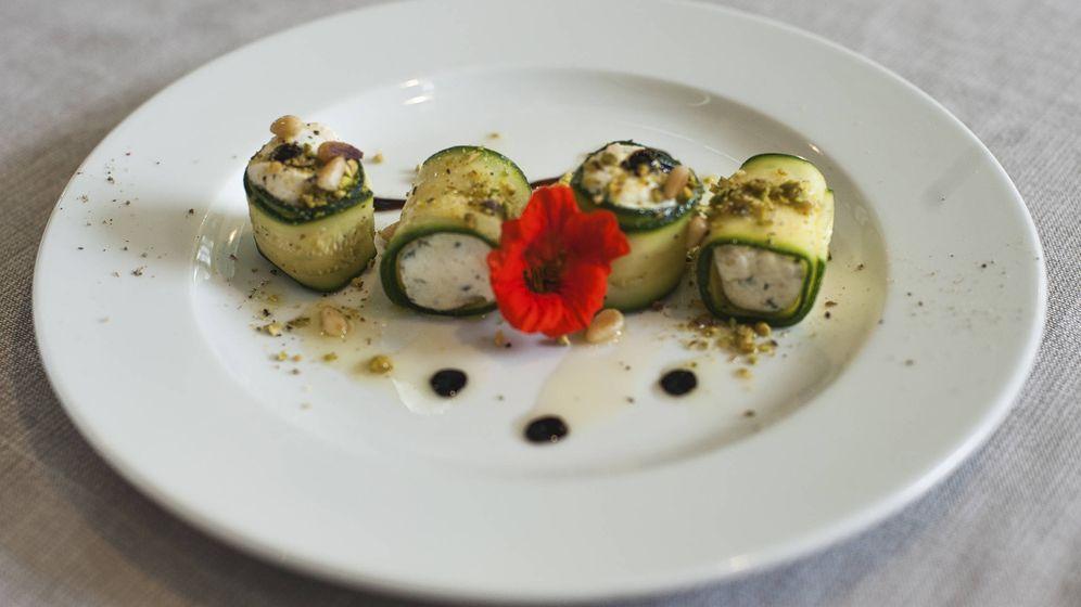 Foto: Rollos de calabacín con queso. (iStock)