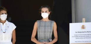 Post de Letizia cambia de mascarilla (por este motivo) y recupera un top de Zara ideal