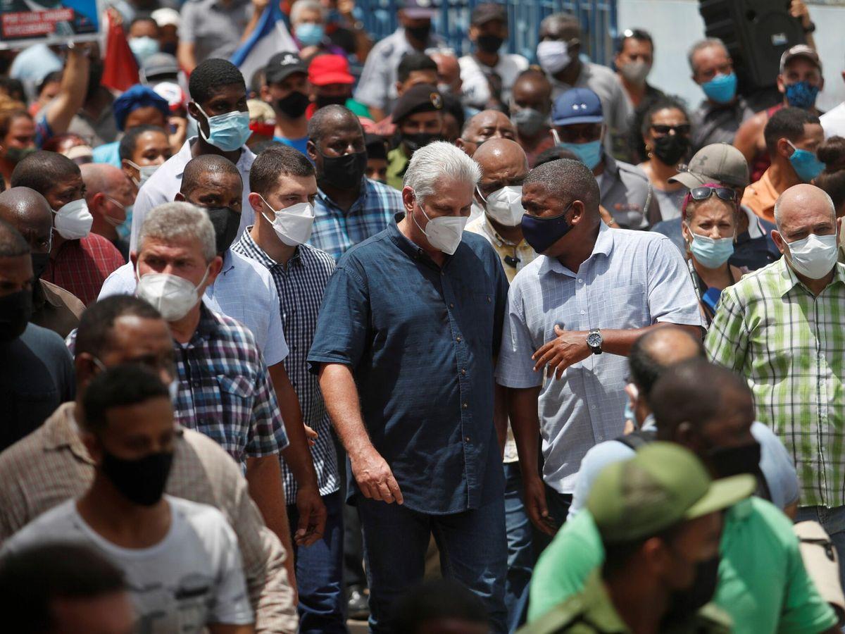 Foto: El presidente de Cuba, Miguel Díaz-Canel, durante las protestas. (EFE)