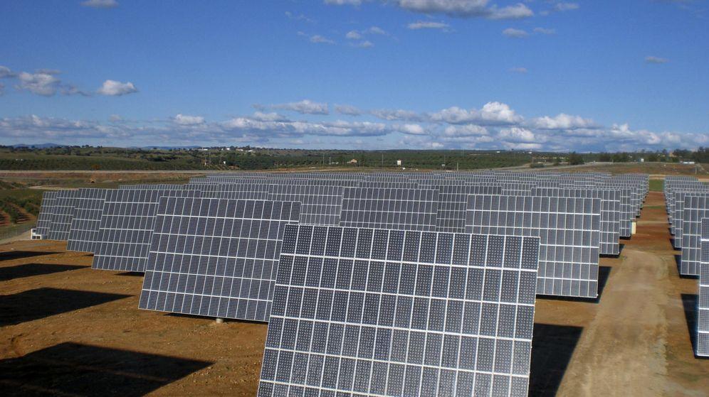 Foto: Instalación de placas fotovoltaicas de Abengoa. (EFE)