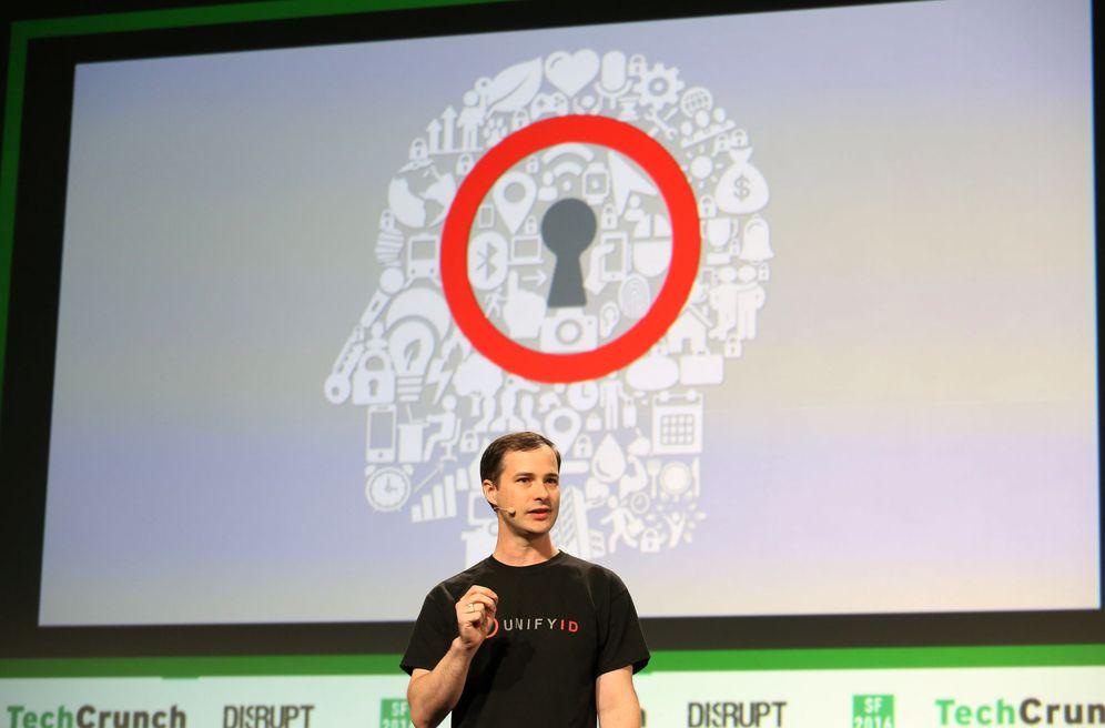 Foto: John Waley, miembro de UnifyID, durante una presentación de su tecnología en San Francisco. (Reuters)