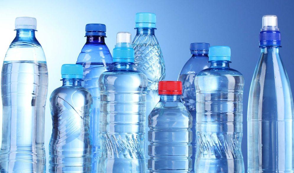 Foto:  Diferentes envases de agua embotellada.