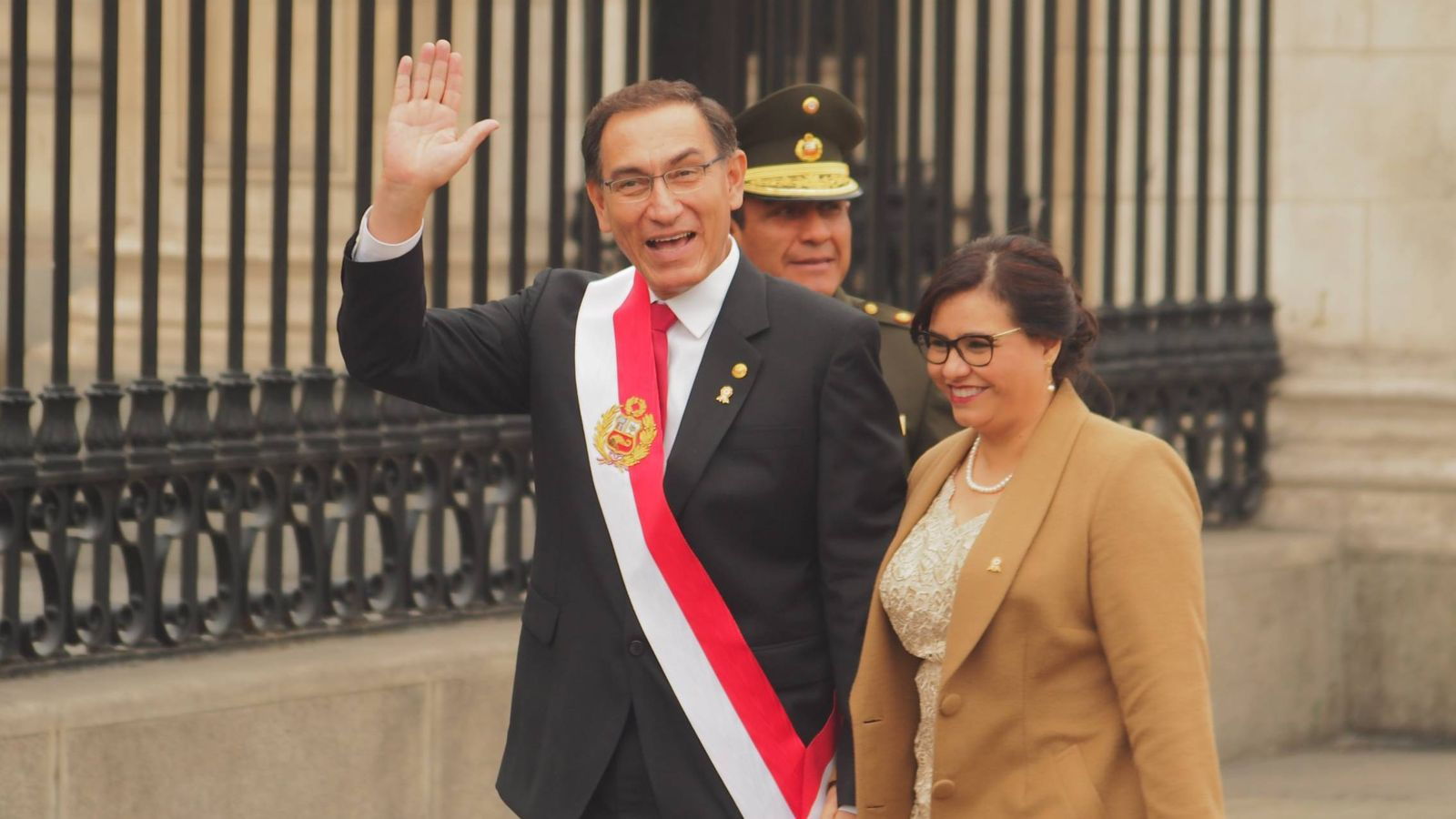 Foto: Maribel Díaz y Martín Vizcarra en el Día de la Independencia de Perú. (CORDON)