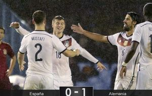 Casilla paga la novatada y Alemania gana sin querer