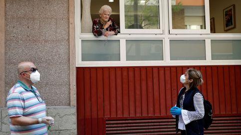 Los muertos en residencias son ya 17.576 y Carmen Calvo mira a Pablo Iglesias