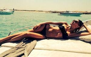 Carla, la sensual novia de Simeone que le dejó sólo en los premios LFP