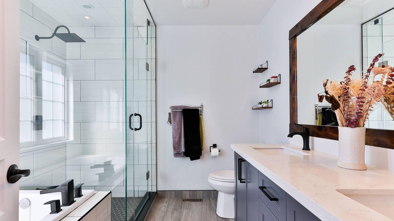Tips para que un baño pequeño se vea más grande. (Sidekix Media para Unsplash)