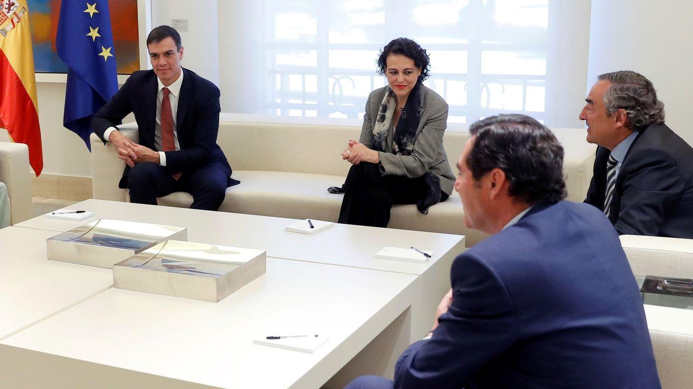 Foto: Reunión del presidente del Gobierno, Pedro Sánchez, con la patronal y los sindicatos en Moncloa. (EFE)