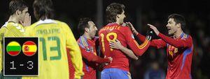 Foto: A España no la llevaron 'al huerto' y tiró de buen fútbol para ganar a Lituania