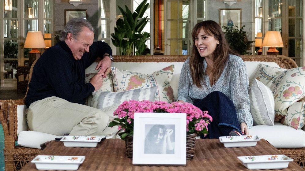 Foto: Bertín y Tamara Falcó durante el rodaje de 'Mi casa es la tuya'. (Telecinco)