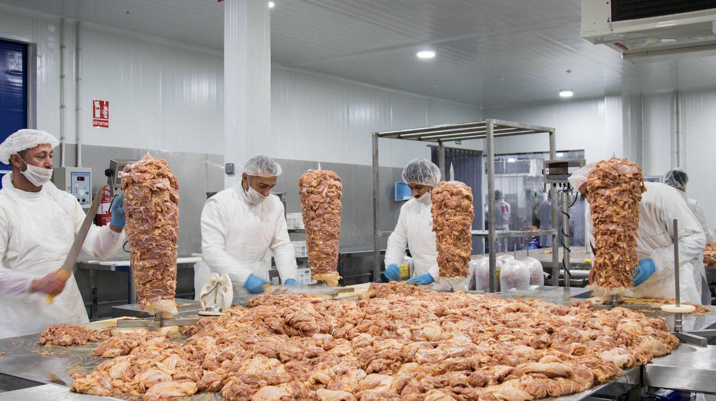 Foto: En esta fábrica de carne para kebab, los rollos de pollo no llevan cartílagos, casquería ni subproductos. (Foto: Ernesto Torrico)