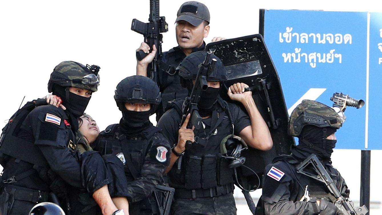 A Tailandia le explota en las manos su adicción a las armas