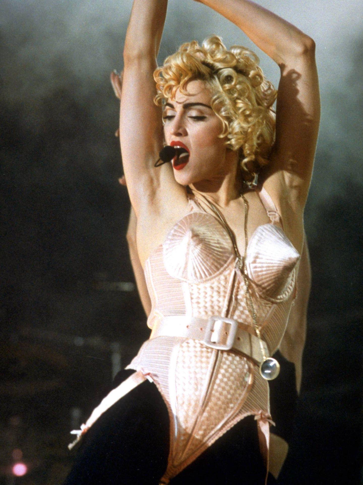 Madonna con el famoso corpiño diseñado por Jean Paul Gaultier. (Cordon Press)