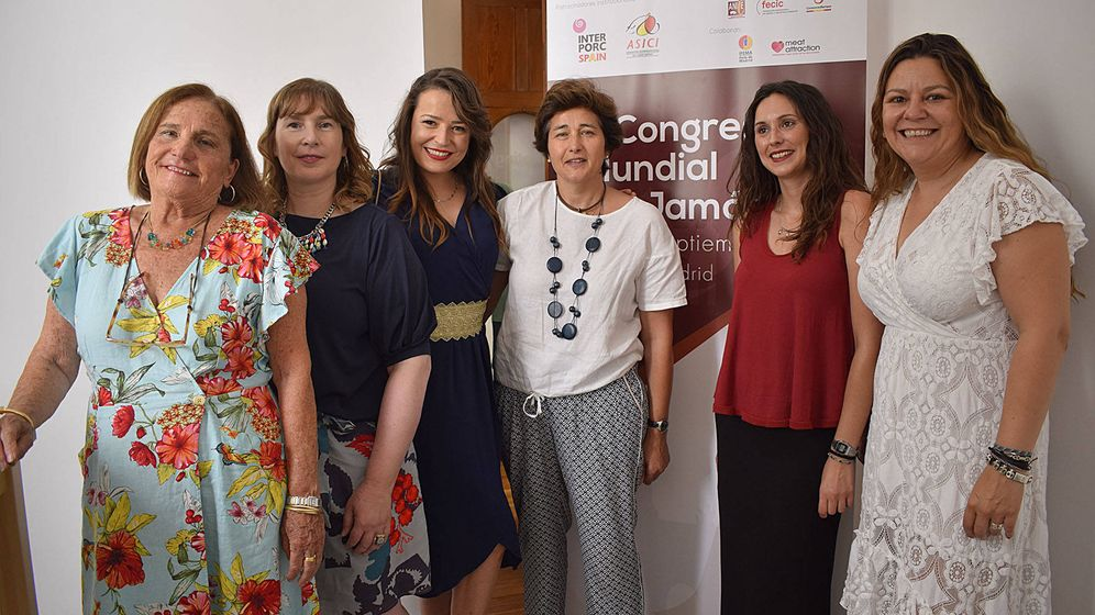 Foto: De izq a dcha: Chelo Gámez, Noelia Gómez, Luz Zamorano, Lola Ulecia, María Asensio y Miriam López.