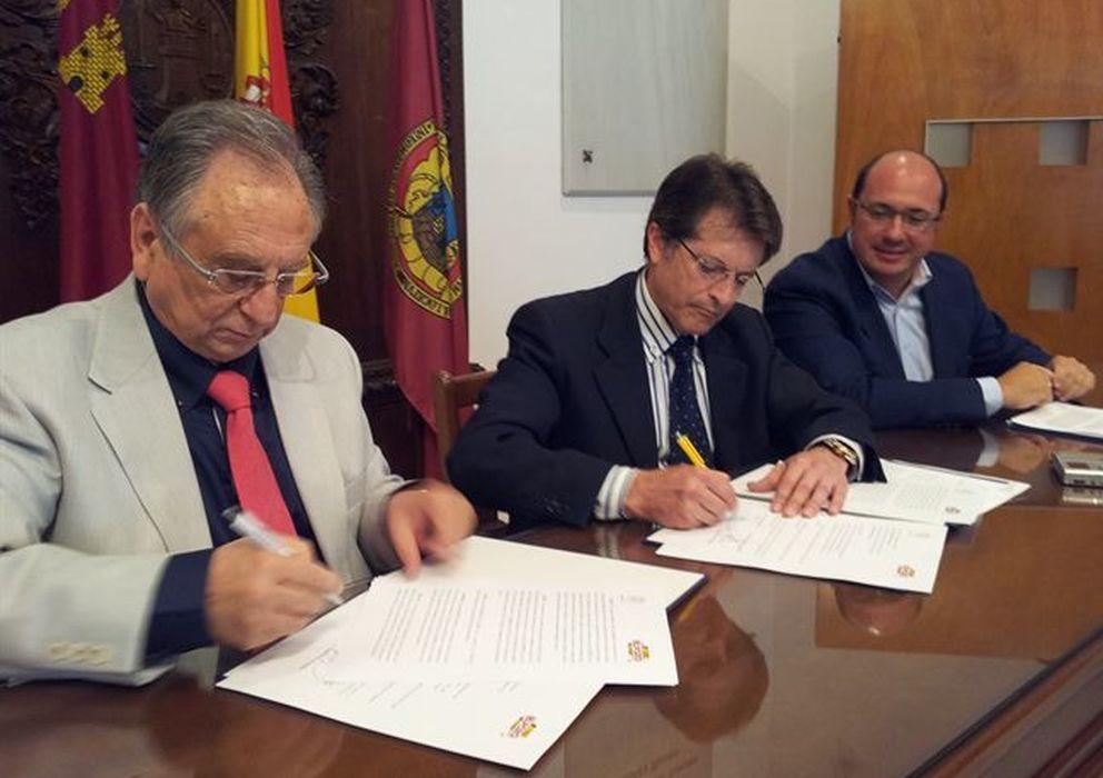 Foto: Momento de la firma del acuerdo. (Foto: Ayuntamiento de Lorca)