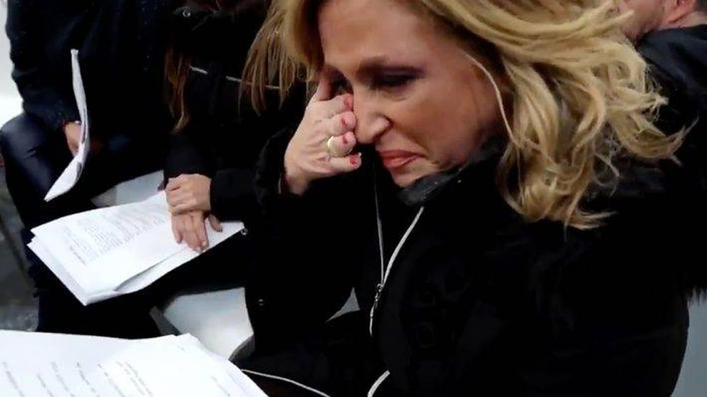 Lydia Lozano  no aguanta la presión de las Campanadas y rompe a llorar de los nervios