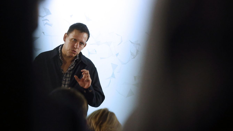 Palantir saldrá a bolsa, pero seguirá siendo opaca: así es el férreo control de Thiel