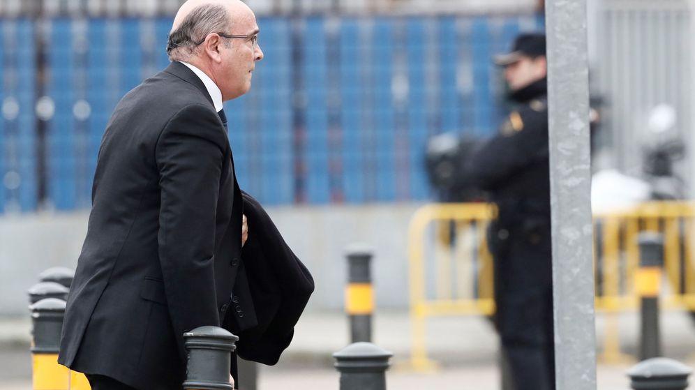 Foto: Pérez de los Cobos, el pasado enero, en la puerta de la Audiencia Nacional. (EFE)
