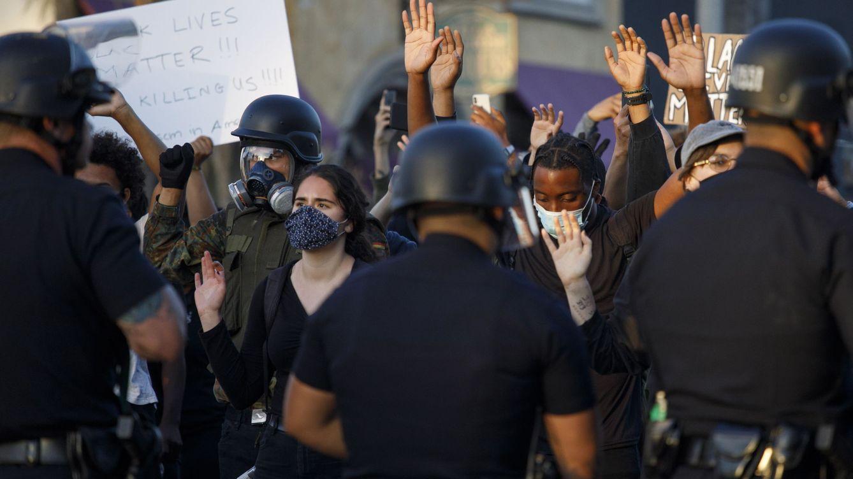 La oleada de protestas en EEUU deja un muerto y toque de queda en varias ciudades