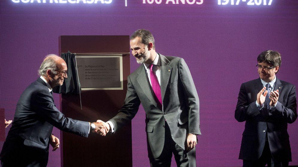 Foto: El presidente ejecutivo de Cuatrecasas, Rafael Fontana (i) junto al rey Felipe VI. (EFE)