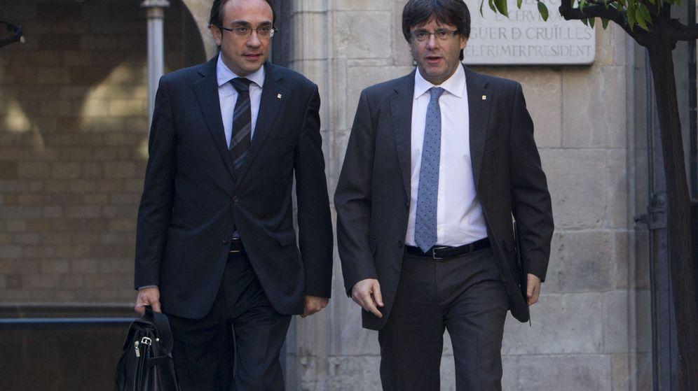 Foto: El expresidente de la Generalitat, Carles Puigdemont, y el diputado de JxCAT, Josep Rull. (EFE)