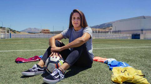 La vida de Encarni, la futbolista torera del Málaga: Los niños no querían jugar conmigo