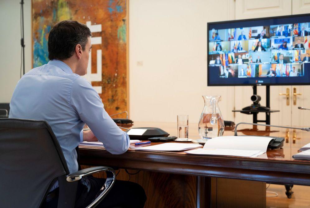 Foto: Sánchez, en la última reunión telemática con los presidentes autonómicos. (EFE)