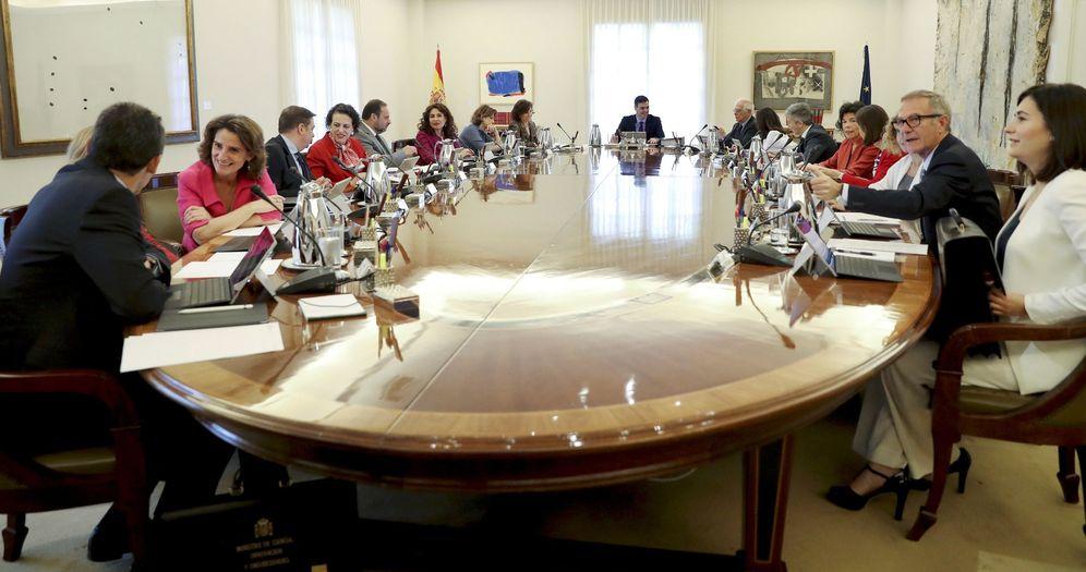 Foto: Pedro Sánchez preside la foto oficial de su Gobierno. (EFE)
