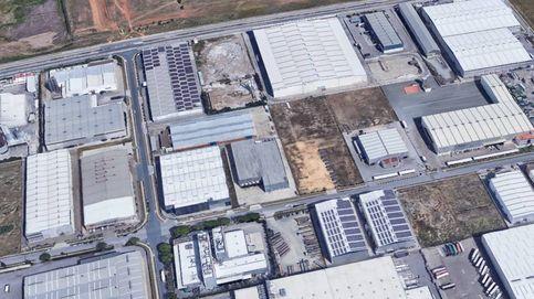 Arde una fábrica de palés en el Polígono de La Isla en Dos Hermanas (Sevilla)