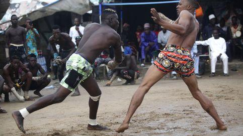 Varios peleadores nigerianos se enfrentan en eventos de boxeo tradicional