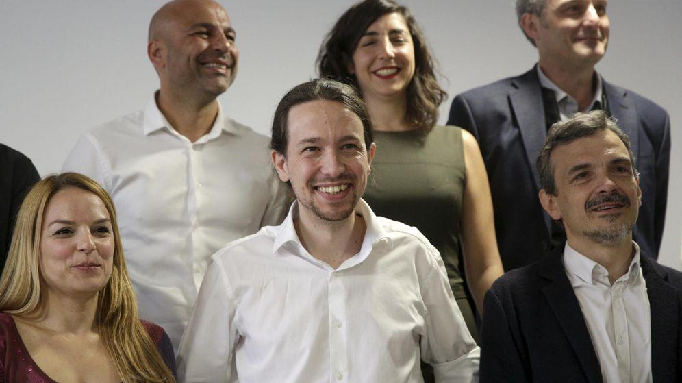 Foto: Pablo Iglesias con el candidato (derecha) de Podemos a la Comunidad de Madrid, Juan Manuel López. (Reuters)