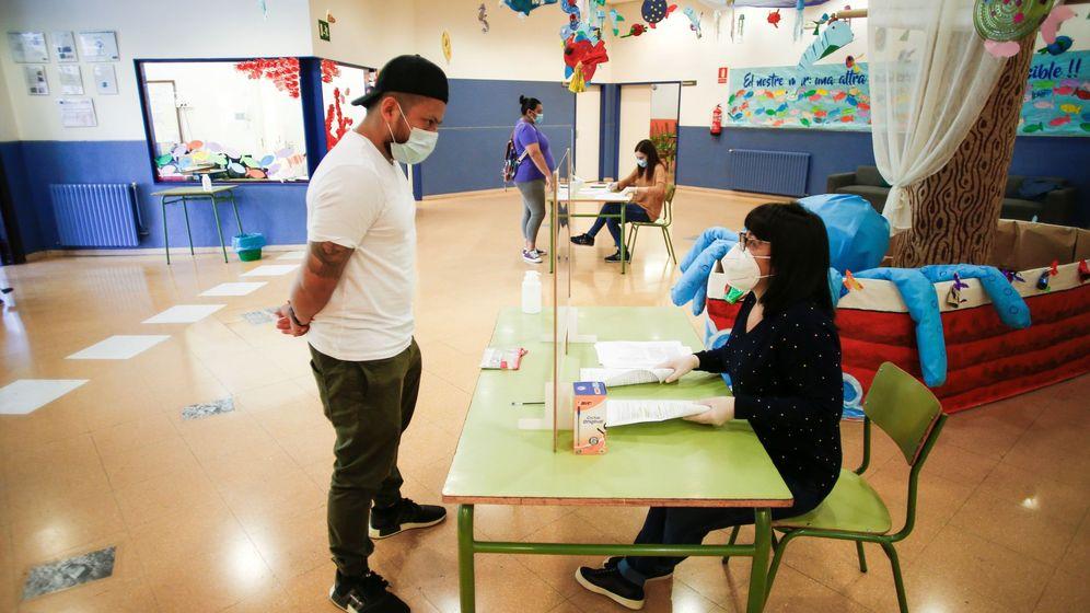Foto: Comienza la preinscripción en los colegios de Cataluña. (EFE)