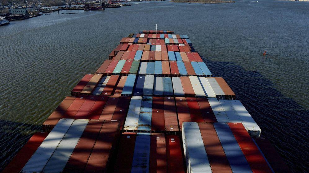 Foto: Un buque con contenedores. (EFE)