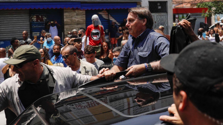 Jair Bolsonaro tras haber depositado su voto ayer en las elecciones en Río de Janeiro. (Reuters)